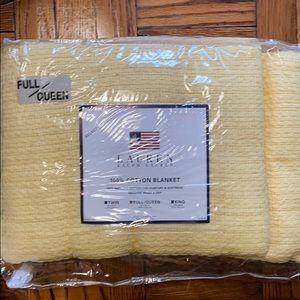 NWT Lauren Ralph Lauren full/queen yellow blanket